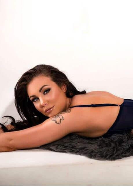 sash topless waitress3