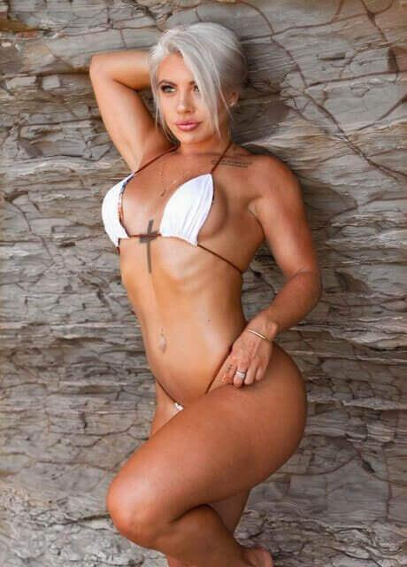 ashlee topless waitress2