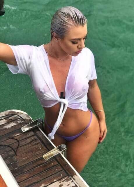 ashlee topless waitress3