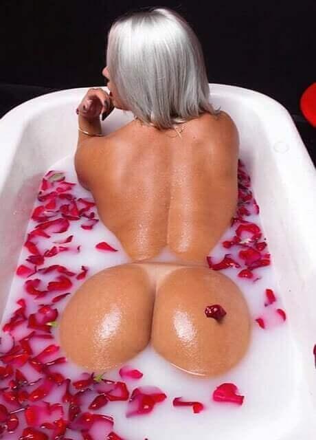 ashlee topless waitress6