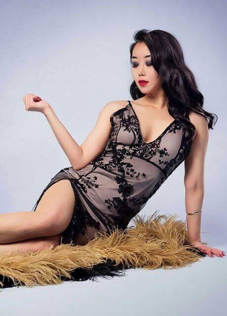 mika topless waitress melbourn1e