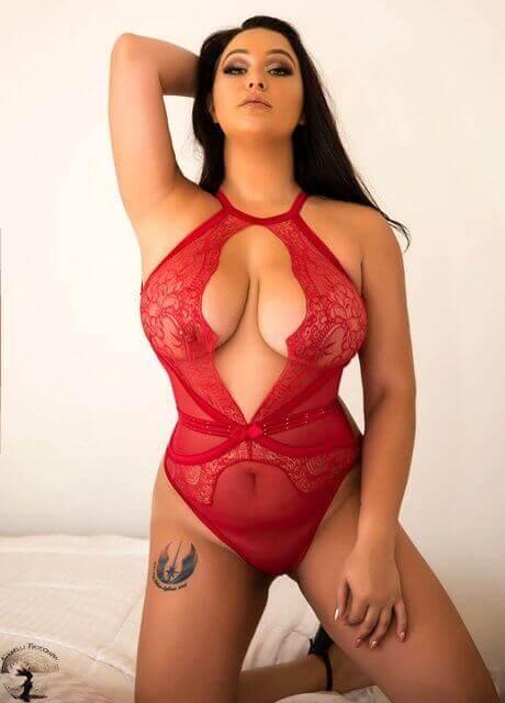 amba topless waitress4