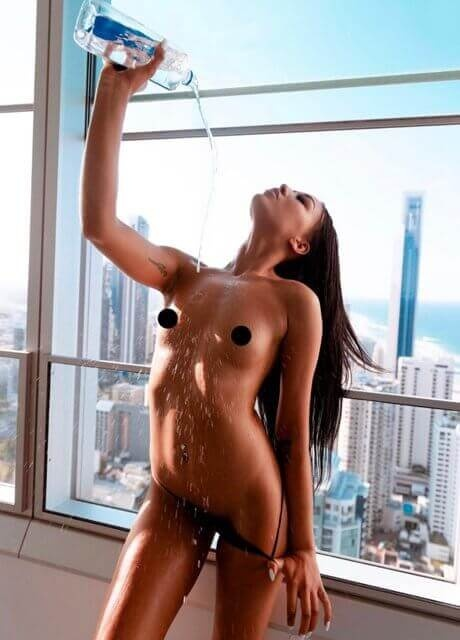 asia topless waitress melbourne1