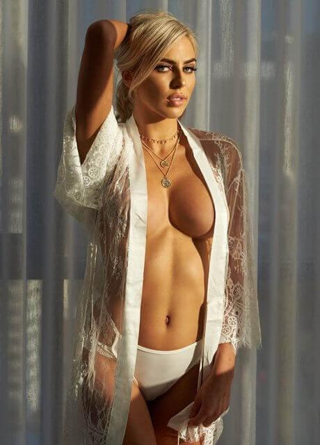 ella bella topless waitress5