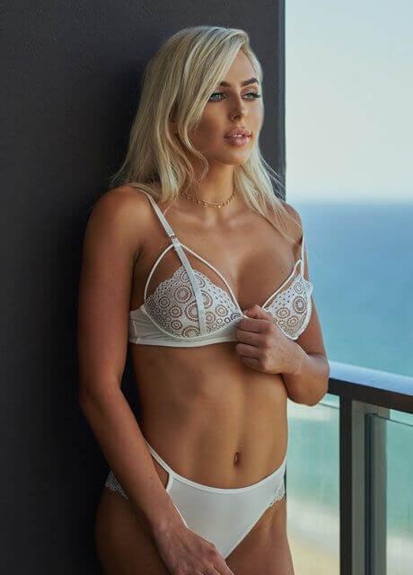 ella bella topless waitress6