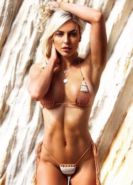ella bella topless waitress7