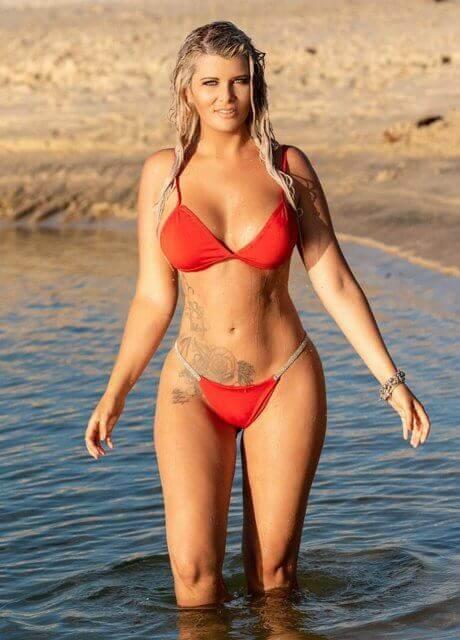 alexia b gold coast topless waitress4
