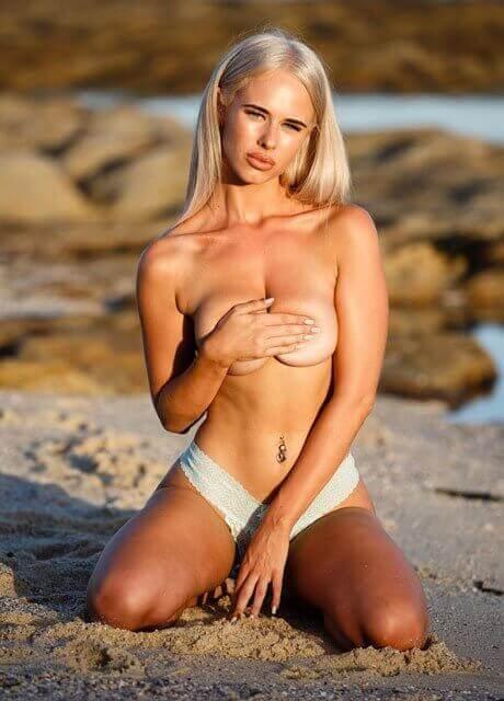 amy topless waitress sydney