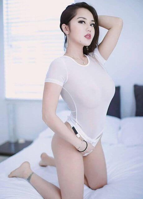 kieran waitress melbourne topless