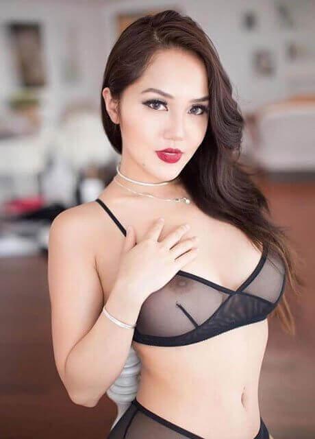 kieran waitress melbourne topless2