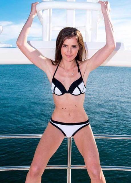anastacia topless waittress sydney3