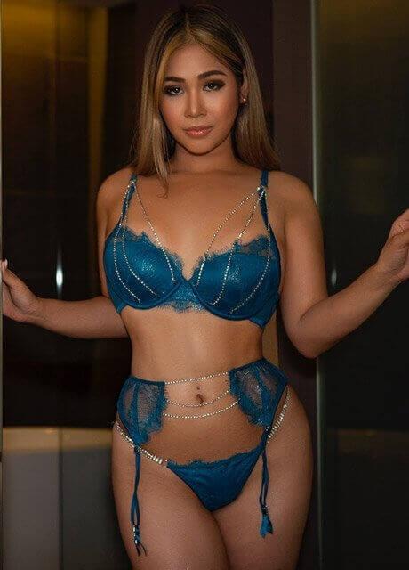vida asian waitress sydney11