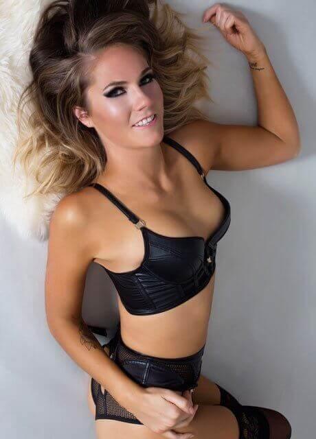 abby waitress topless3