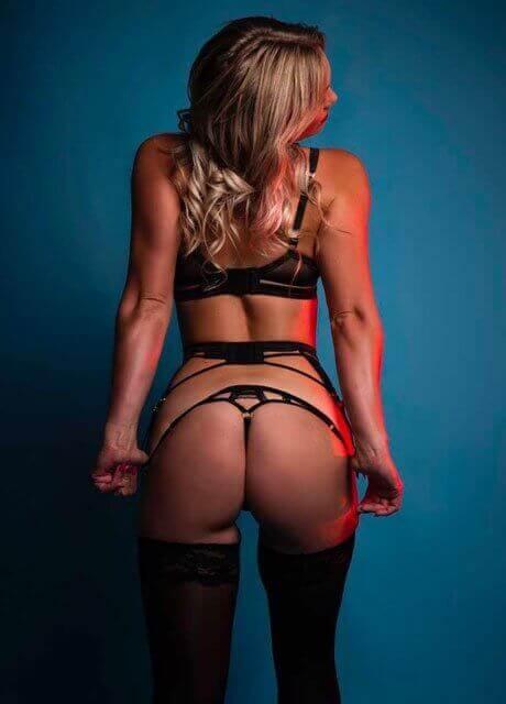 blair topless waitress2