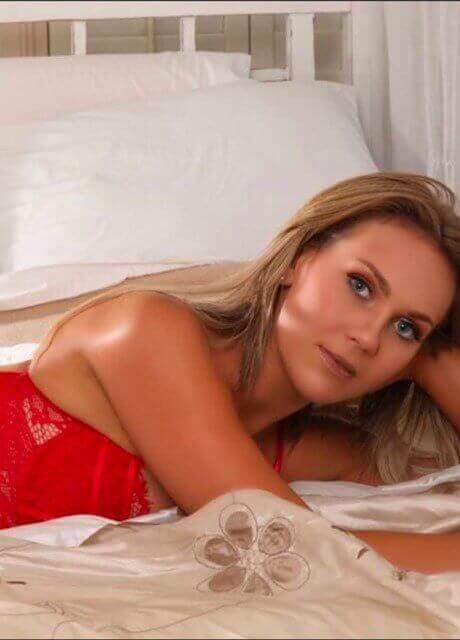 blair topless waitress4