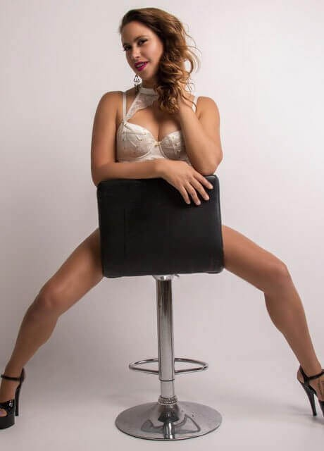 victoria gold coast waitress topless