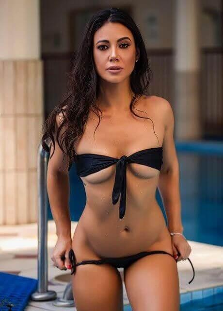 vivi topless waitress sydney10