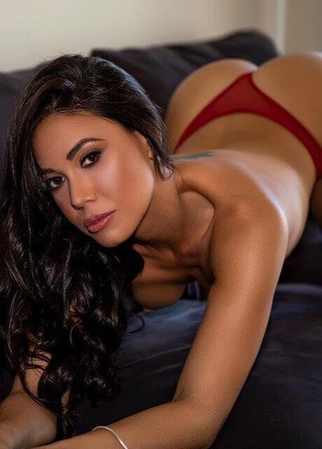 vivi topless waitress sydney11