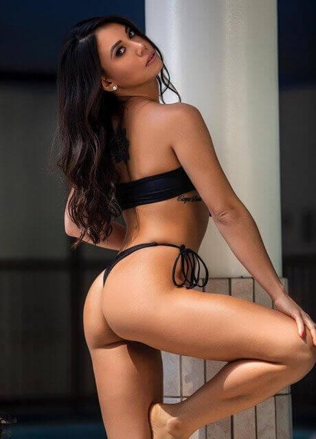 vivi topless waitress sydney13