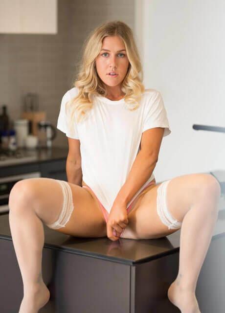 brittany waitress3