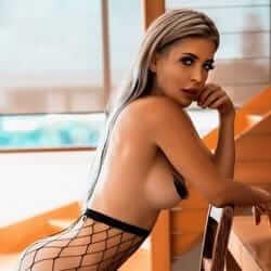 blonde model billie